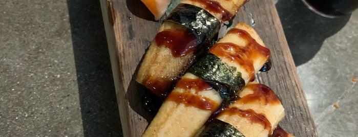 Kuma Sushi + Sake is one of Lugares favoritos de Denis.