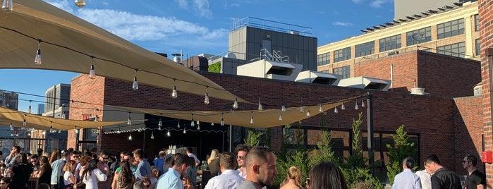 Arlo Rooftop Bar is one of Orte, die Bridget gefallen.