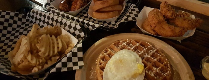 Nate's Wings & Waffles is one of Orte, die Celeste gefallen.