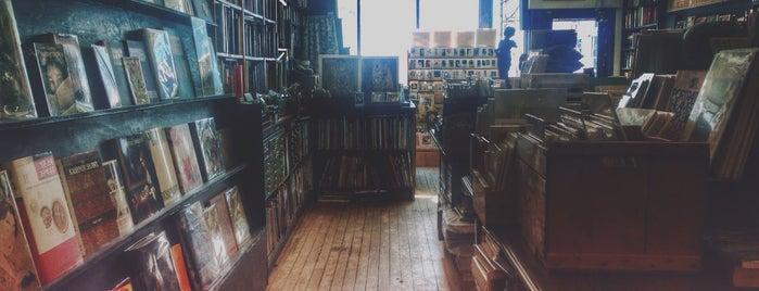 Acadia Bookstore is one of Gespeicherte Orte von Gökçe.