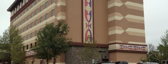 Indigo Sky Hotel And Casino is one of สถานที่ที่ Tanner ถูกใจ.