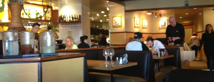 California Pizza Kitchen at Hollywood is one of Posti che sono piaciuti a Waleed.