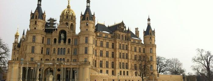 Schweriner Schloss is one of 100 обекта - Германия.