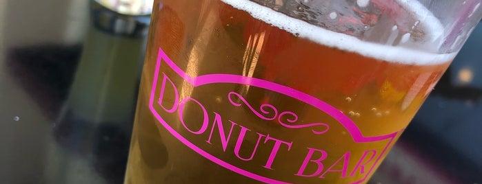 Donut Bar Temecula is one of สถานที่ที่ L.D ถูกใจ.