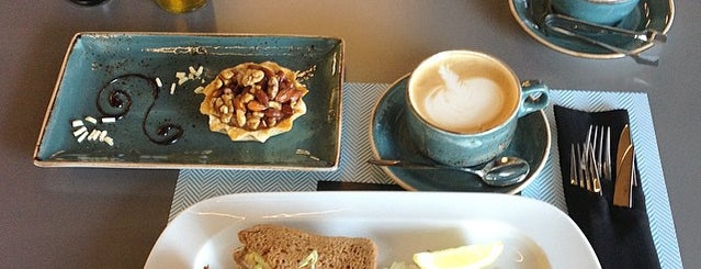 TURQUOISE Patisserie & coffee is one of Locais curtidos por Taisiya.