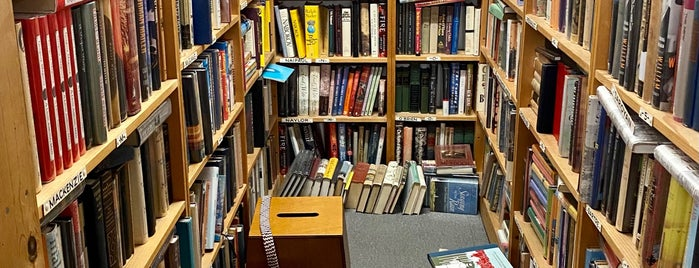 Tacoma Book Center is one of สถานที่ที่ Melissa ถูกใจ.