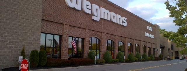Wegmans is one of Locais curtidos por Laketa.