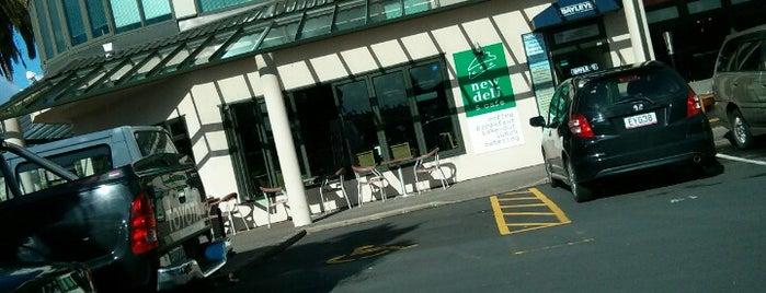 New Deli & Cafe is one of Lieux qui ont plu à Mark.