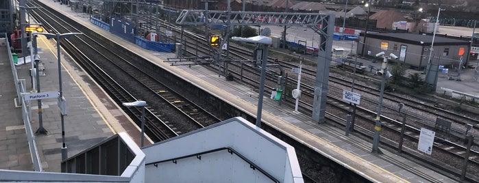 Acton Main Line Railway Station (AML) is one of TFL Elizabeth Line Stations.