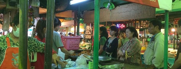กุ้งทอด วัดมะขาม is one of 04 - ตามรอย.