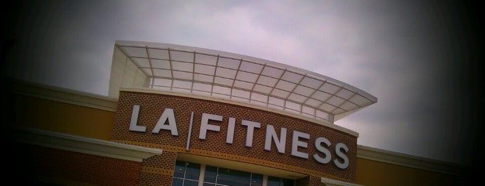 LA Fitness is one of Jennifer'in Beğendiği Mekanlar.