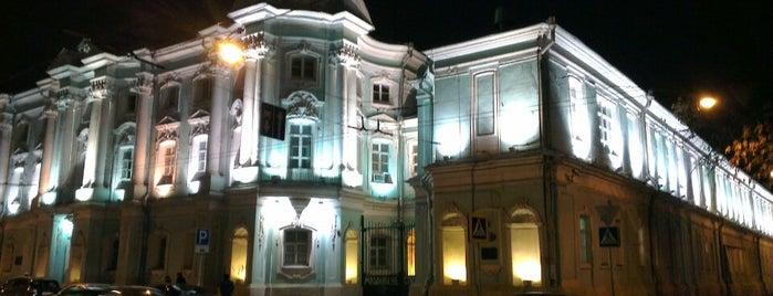 Площадь Покровские Ворота is one of Lugares favoritos de Jano.