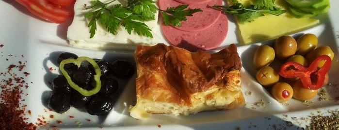 Altınbaşak Unlu Mamüller & Cafe is one of Cüneyt'in Kaydettiği Mekanlar.