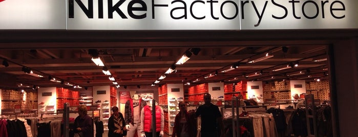 Nike Factory Store is one of Lugares favoritos de Amit.
