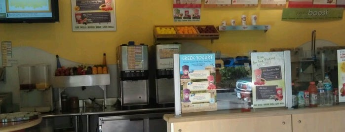 Robeks Fresh Juices & Smoothies is one of Locais curtidos por Angela.