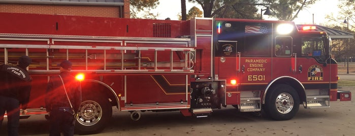 Flower Mound Fire Department is one of Lugares favoritos de Bill.