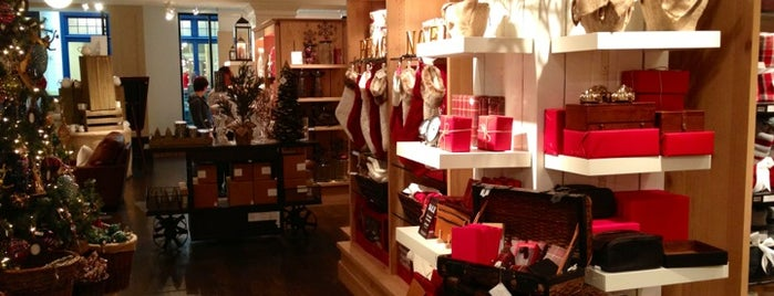 Pottery Barn is one of Lugares favoritos de Christopher.