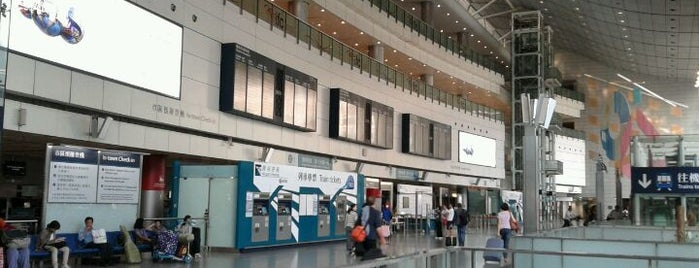 MTR Hong Kong Station is one of Airport Express Line 機場快線.