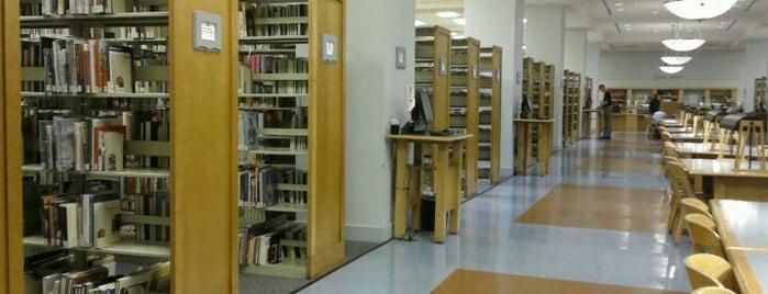 Clark County Library is one of Thomas'ın Beğendiği Mekanlar.