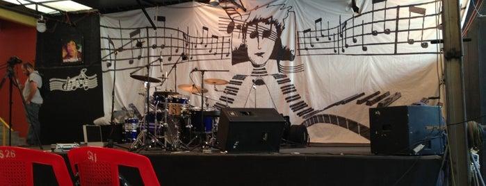 Escuela de Música DIM is one of Lieux qui ont plu à Dano.
