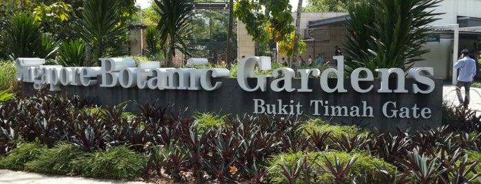 Singapore Botanic Gardens is one of Singapura.