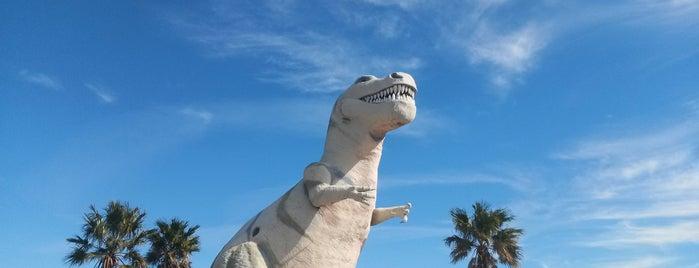 Cabazon Dinosaurs is one of Lieux qui ont plu à Jason.