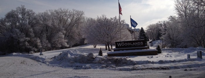 Woodlands Of Minnetonka Apartments is one of Bryan'ın Beğendiği Mekanlar.