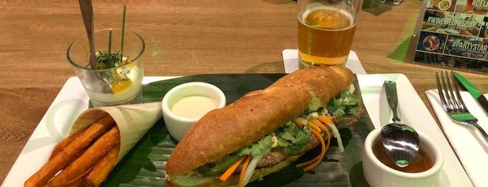 Distric Eat + Drink is one of Tempat yang Disukai Marie.