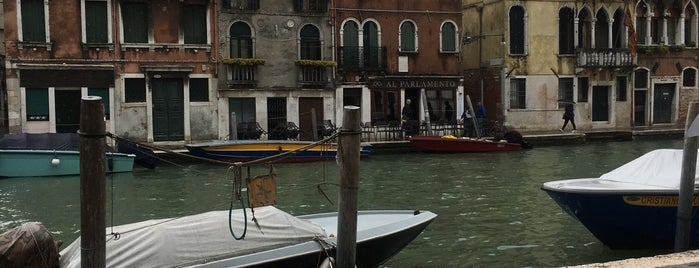 El Sbarlefo is one of Venedig.