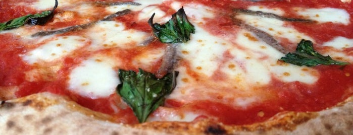 Famoso Neapolitan Pizzeria is one of สถานที่ที่ Mary ถูกใจ.