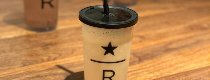 Starbucks Reserve Bar México is one of Orte, die Stephania gefallen.