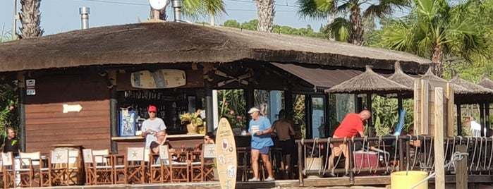 Surfer's Bar is one of Orte, die Caótica gefallen.