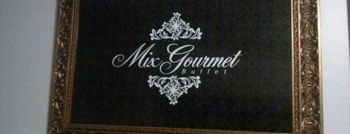 Mix Gourmet Buffet is one of สถานที่ที่ Vinicius ถูกใจ.