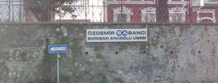 Ozdemir Sabanci Emirgan Anadolu Lisesi is one of Locais curtidos por Bengü Deliktaş.