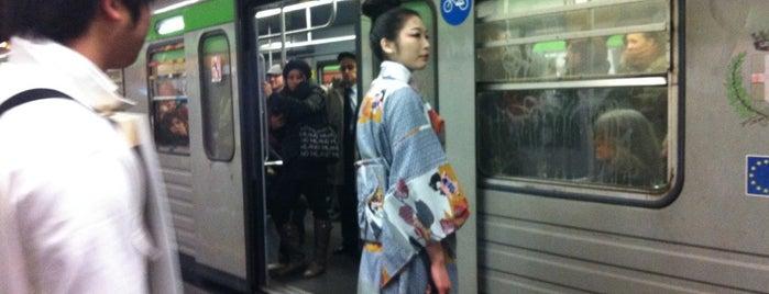 Shibuya is one of Locais curtidos por Valeria.