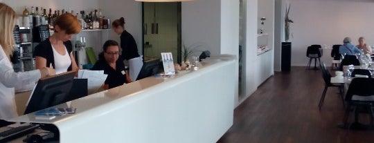Hotel Lavaux is one of สถานที่ที่ Anna ถูกใจ.