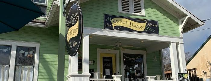 Sweet Lemon Inn & Kitchen is one of Andrew 님이 좋아한 장소.