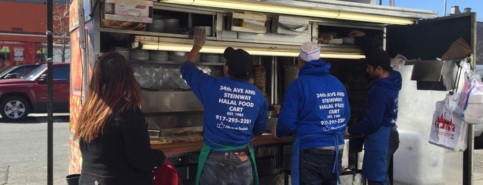 Halal Food Cart on 34th Ave is one of Why leave Astoria?.