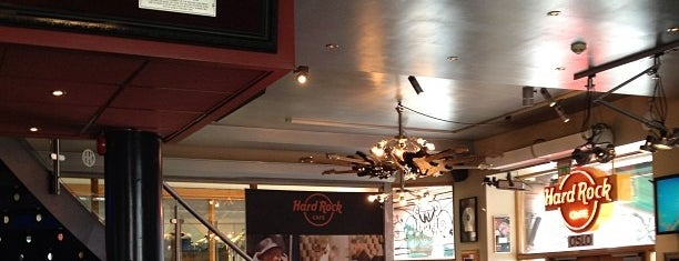 Hard Rock Cafe Oslo is one of Levente 님이 저장한 장소.