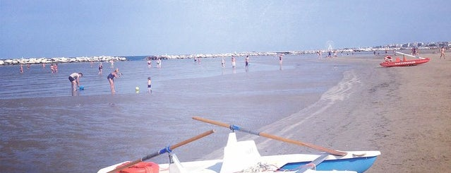 Playa Tamarindo is one of Lugares favoritos de Valeria.