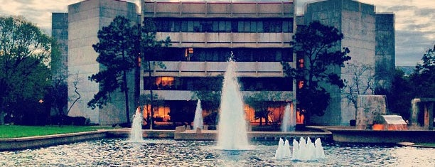 Università di Houston is one of Places in Downtown....