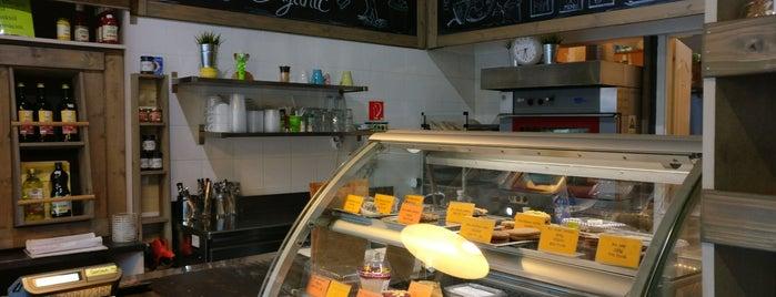 Bio Café biobolt és kávézó is one of Posti salvati di Adam.