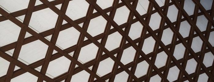 Centre Pompidou-Metz is one of Orte, die Geert gefallen.