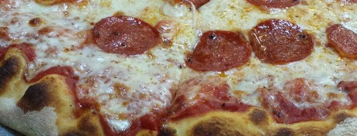 DD's Pizza is one of สถานที่ที่ Lisa ถูกใจ.