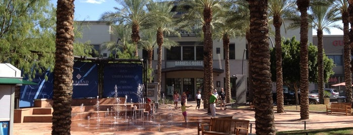 Kierland Commons is one of Phoenix.