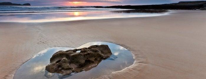 Playa Los Caballos / Umbreda is one of Playas de España: Cantabria.
