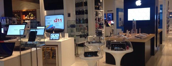 Apple Shop El Palacio de Hierro is one of สถานที่ที่ Joaquin ถูกใจ.