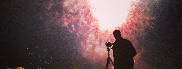 Santa Barbara Fireworks at West Beach is one of Locais curtidos por Angel.