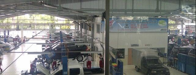 Auto 2000 is one of Locais curtidos por Clarissia.
