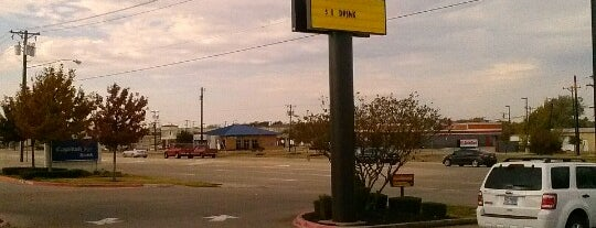 McDonald's is one of สถานที่ที่ Cameron ถูกใจ.